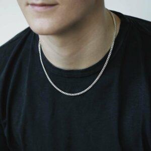 heavy sterling silver curb chain on male model wearing black tshirt