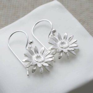 Silver hanging daisy earrings