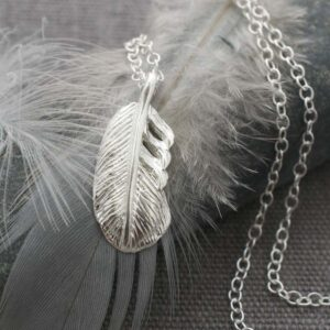 Silver short feather pendant necklace