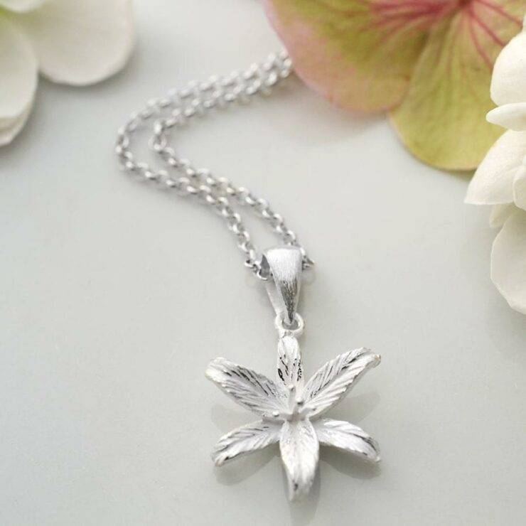 Silver blooming lily flower pendant necklace