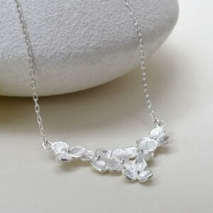 Silver six blossoming flowers pendant necklace