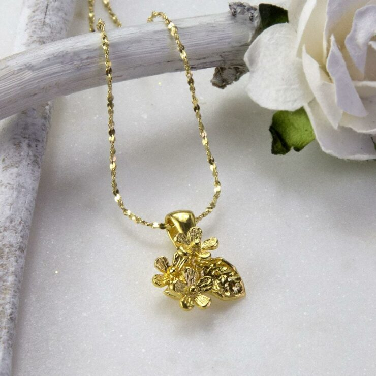 Small Gold plated bunch of flowers pendant necklace