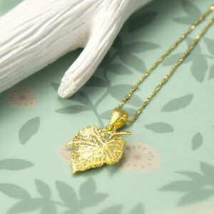 Small Gold plated ivy leaf pendant necklace