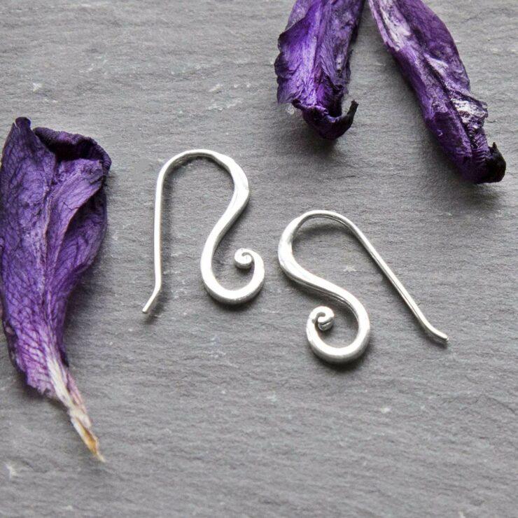 Silver simple curled earrings