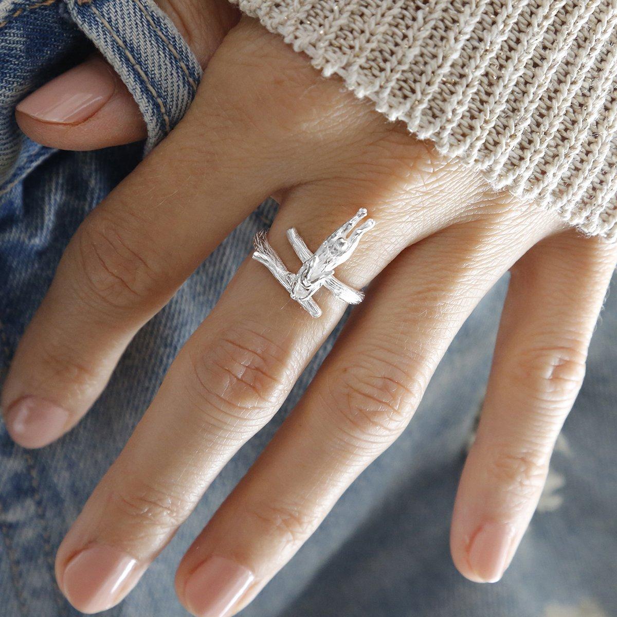 Polished silver adjustable hare ring
