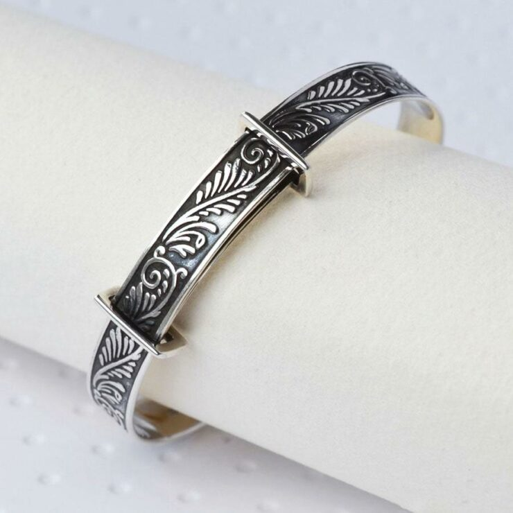 Silver decorative leaves baby bangle