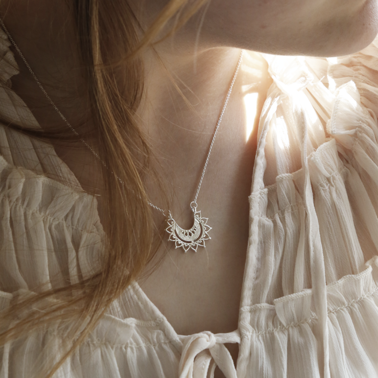 Sterling silver marrakech affair necklace on model.